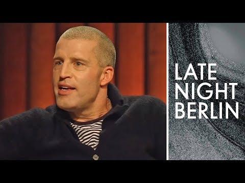Download Benjamin von Stuckrad-Barre und sein Gespräch mit Heidi Klum | Late Night Berlin | ProSieben Mp4 baru