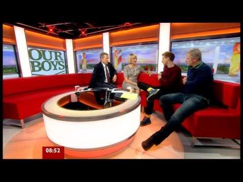 LOUISE MINCHIN ( Mon. 24 Sept. 2012 ) BBC BREAKFAST  - Gold Chain & Purfeckt legs