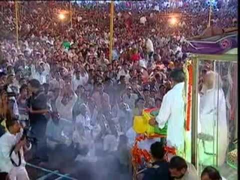Chhattisgarh Chief Minister Dr. Raman Singh visited Pujya Asharam Ji Bapu (Guru Purnima Raipur 2012)