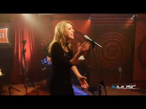 Alexz Johnson - A Little Bit (Live @ The Orange Lounge)