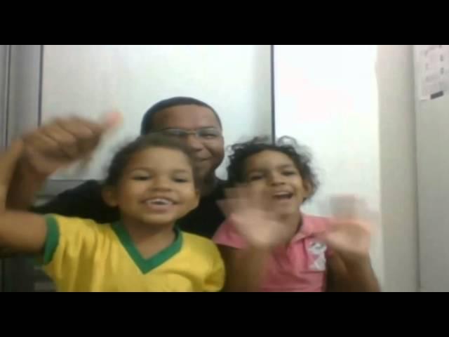 """Gilson e suas filhinhas Joana e Juliana, para o """"Eu na VVTV""""."""