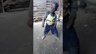 Esse menino dança mesmo