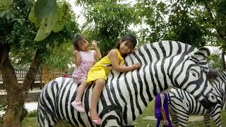 Tết 2018, hai chị em du xuân, cưỡi ngựa rất vui vẻ