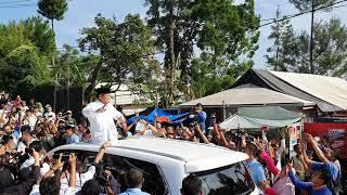 Usai Nyoblos, Prabowo Sapa Warga dari Sunroof Lexus