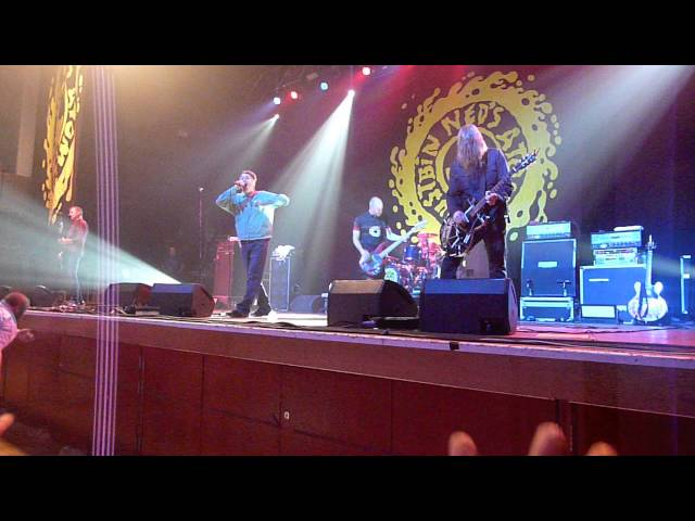 Happy  Grey Cell Green - Ned39s Atomic Dustbin - Wolverhampton Civic Hall 19122015