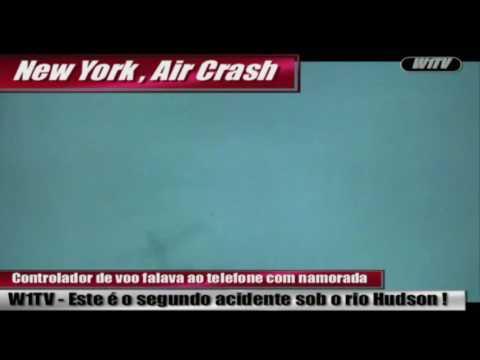 NY, Avião colide com helicóptero no ar, turista filma o momento da colisão sob o Hudson.