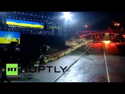 Ukraine: 'Shame!' Maidan heckle Poroshenko as he steps up to speak