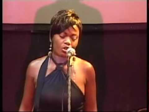 Seralo Saphire chante Aziza pour la premiere edition Ndoule Award