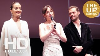 Download Lagu Fifty Shades Freed: Stage presentation with Dakota Johnson, Jamie Dornan, Rita Ora, EL James Gratis STAFABAND