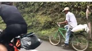 Este campesino antioqueño humillo dos triatletas profesionales en bicicleta 2017