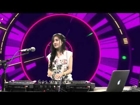 ดีเจฟ้าใส — DJ Faahsai บน Garena TalkTalk 19 กรกฏาคม 56