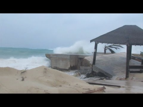 Hurricane Sandy batters Bahamas, heads for US