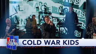 "Cold War Kids Perform ""Complainer"""