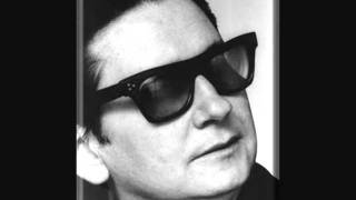 Watch Roy Orbison She Cheats On Me video