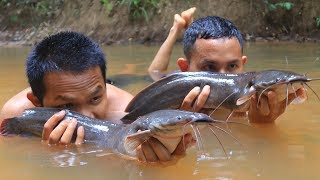 Amazing! Catching Big Catfishes in River by Hands then Cooking in Forest