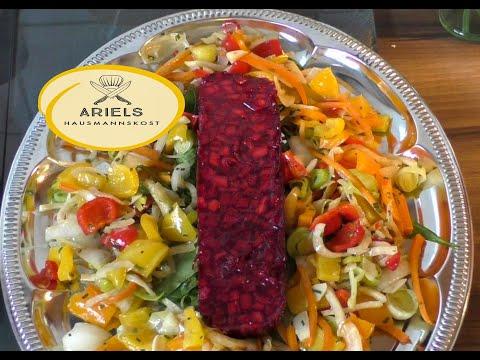 Rote Bete Gelee,  ist mit Agar Agar gebunden,  Rote Bete Gelee mit grüne Gurken und Chili,