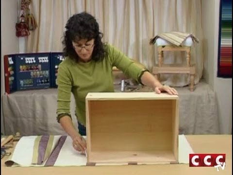 C mo revestir con un tapiz una caja youtube - Como forrar un armario con tela ...