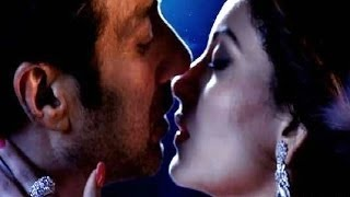 Sunny Deol & Urvashi Rautela Hot Kiss in Singh Saab The Great