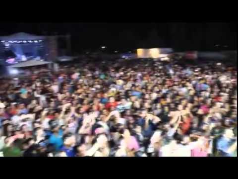 La fiesta del pueblo y para el pueblo baila La Comadre101.7 Abril 2015