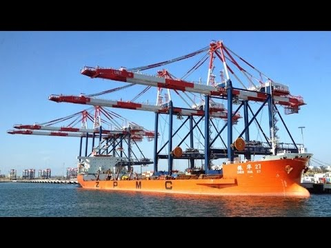 Ship-to-Shore Container Crane Operation (8x time lapse Long Beach, CA, 2005)