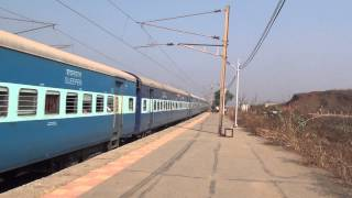 12960 BHUJ DDR SUPERFAST EXPRESS ACCELERATING & HONKING AT VAITARNA STATION