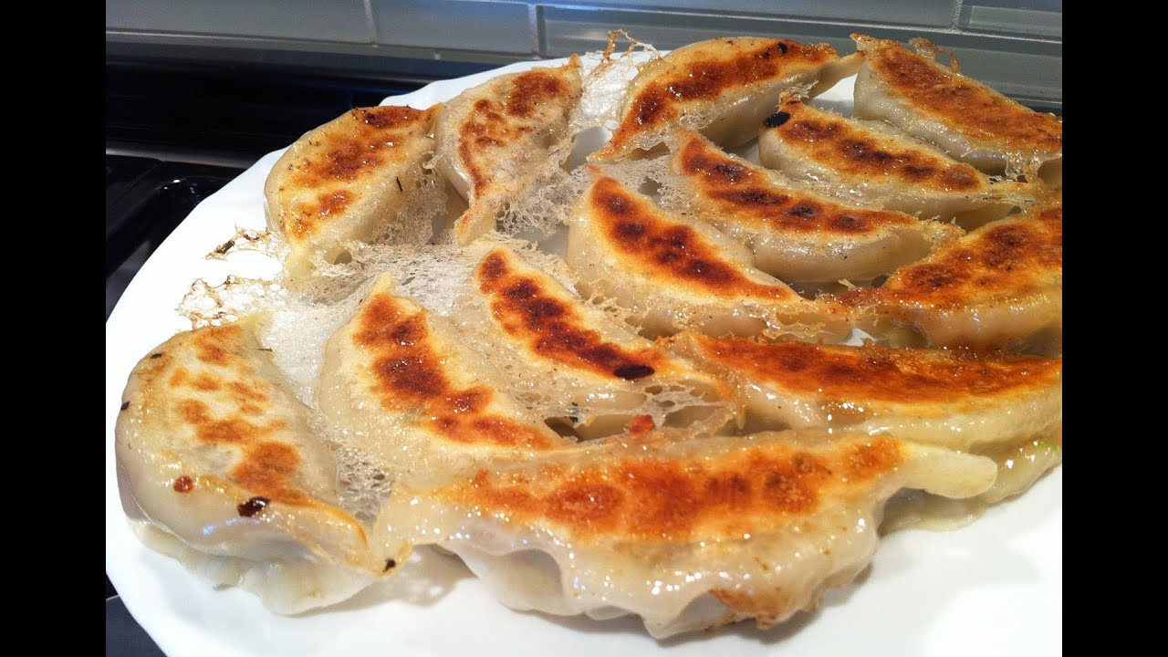 Ω (HD) ASMR / Whispers - Eating Pan-fried Dumplings (Jao ...