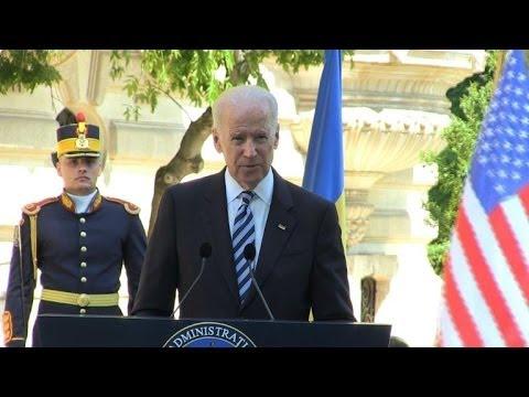 Biden warns Russia not to undermine Ukraine polls