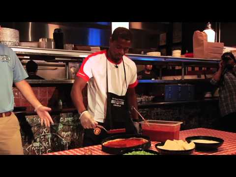 Manchester United's Patrice Evra & Ji-Sung Park make Chicago-style pizza