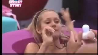 ELLE MASTURBE UN CANDIDAT EN DIRECT A LA TV - SEX ON DIRECT TV SHOW