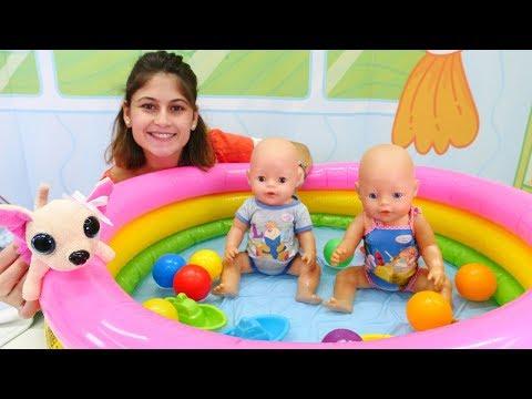 Ayşe ile havuz oyunları. Oyuncak bebekler Gül ve Mert eğleniyorlar!