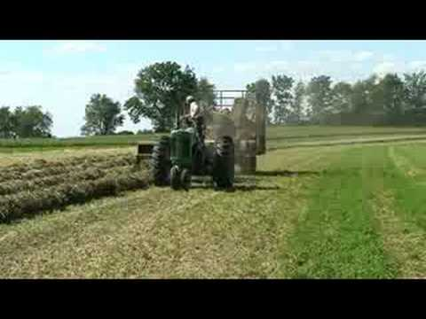 Baling hay with a John Deere 630 tractor and 336 baler. Video