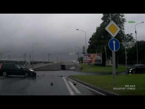 авария на Арсенальной набережной 04,09,2016 в 8:40