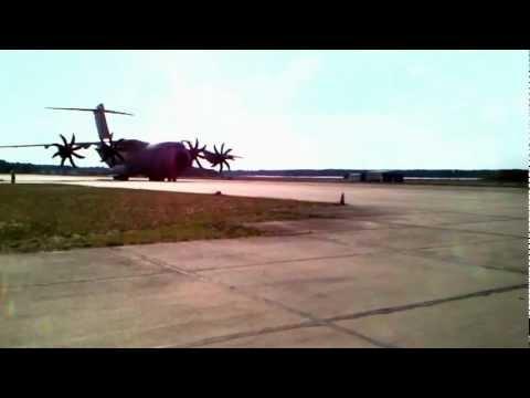 Luftfahrzeugerprobung mit Airbus A400M auf dem Flugplatz Cottbus-Drewitz Der Flugplatz Cottbus-Drewitz wurde von Airbus Military S.L. als der Flugplatz in Europa ausgewählt, der die Voraussetzung...