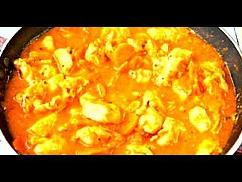 Гуляш из куриного филе и белых грибов в сливочном соусе.