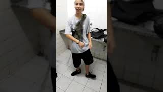 Meninos dançando passinho dos maloka