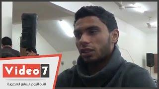بالفيديو..محمد رزق لاعب الأهلى بعزاء والده: