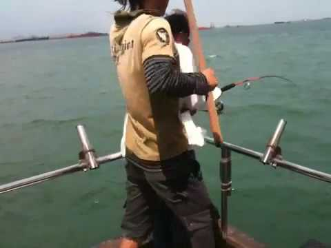 Singapore Offshore Fishing 12th June '10 Pt.1: