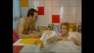 Un gars une fille - extrait - la salle de bain (4)