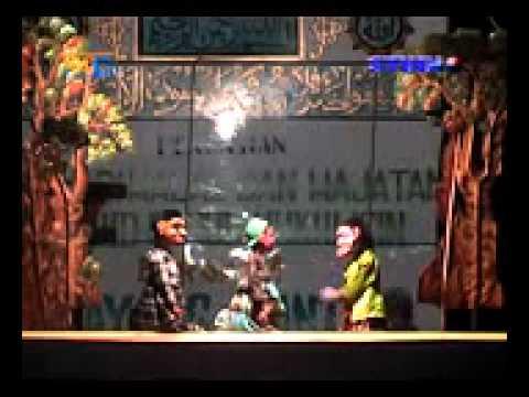 Wayang Golek Dalang Entus Dlm Rangka Hajatan. video