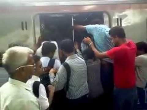 Mumbai Local Train || Lifeline of Mumbai || See The Reality At Dadar Station