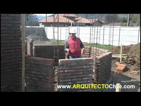 Construyendo primero los muros de ladrillos y luego los for Construccion de piscinas con ladrillos
