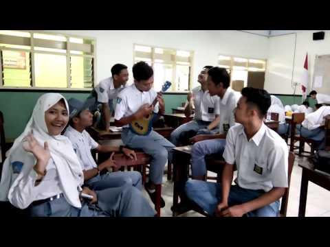 Cover song suci dalam debu SMA PGRI 1 Lumajang