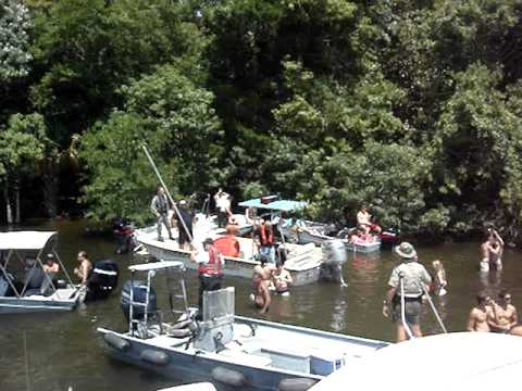CRYSTAL RIVER FL. Cops invade the shallows