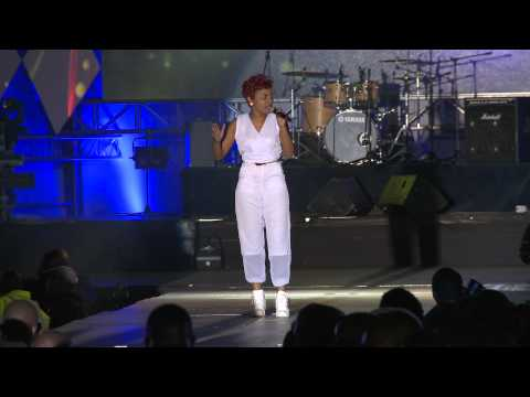 SIZE 8 PERFORMANCE AT GROOVE PARTY 2014