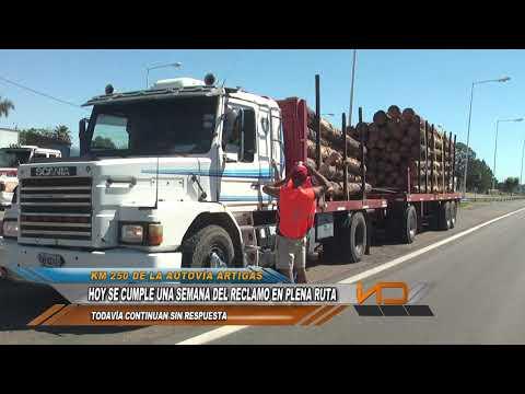 Empresarios madereros realizan un corte parcial de la Autovía Artigas.