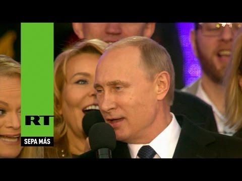 Putin canta el himno de Rusia en el concierto de la reintegración de Crimea