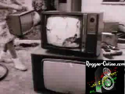 Bob Marley & The Wailers - Three Little Birds - Official Video [ReGGaeOnline]