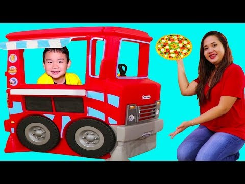 Lyndon Pretend Play with Food Truck Cooking Toy