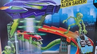 ALIEN TURBO ABDUCTION PLAY SET FROM HOTWHEELS
