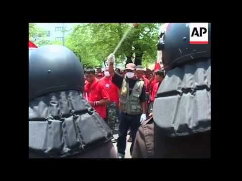 Protesters and security forces still in potentially explosive standoff